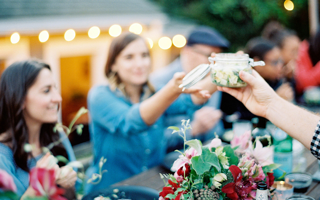 7 Tips for Throwing the Perfect Outdoor Dinner Party