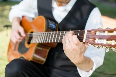 Musica Melodia (Guitarist)
